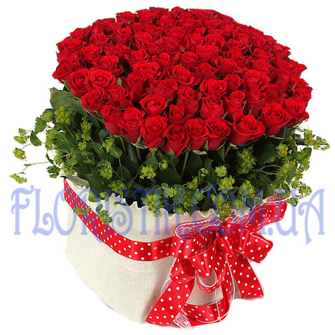 Premium Roses in a basket ― Floristik — Shop online flower delivery all over Ukraine.